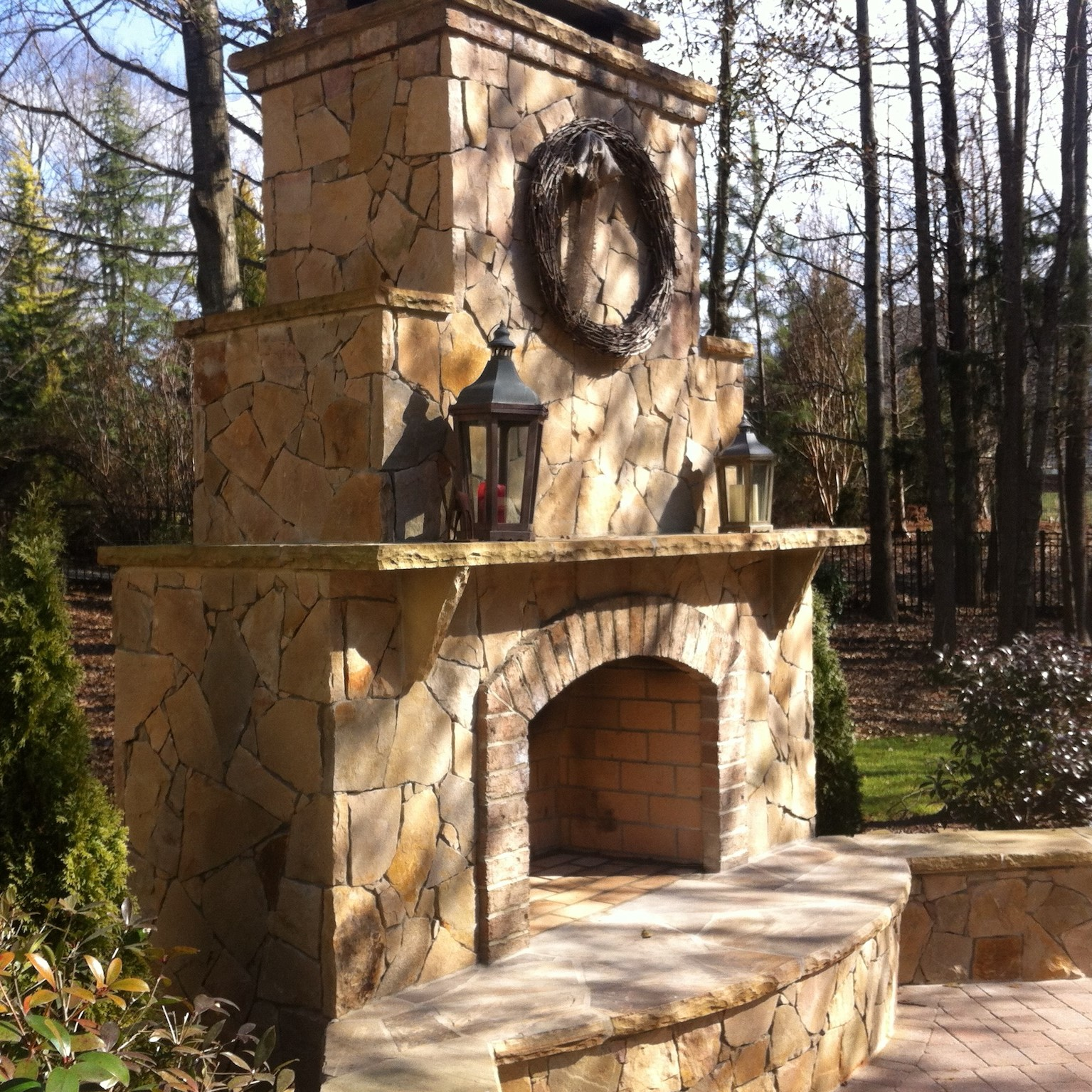 Residential Masonry contractors built an Outdoor Fireplace